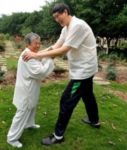 высокий китаец