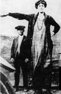 tallest woman Gertrude Hall - 2,13 м