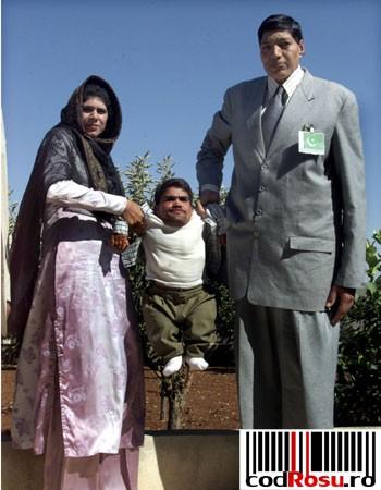 Азад Кхан Массуд 226 см и Зейнаб Биби 201 см