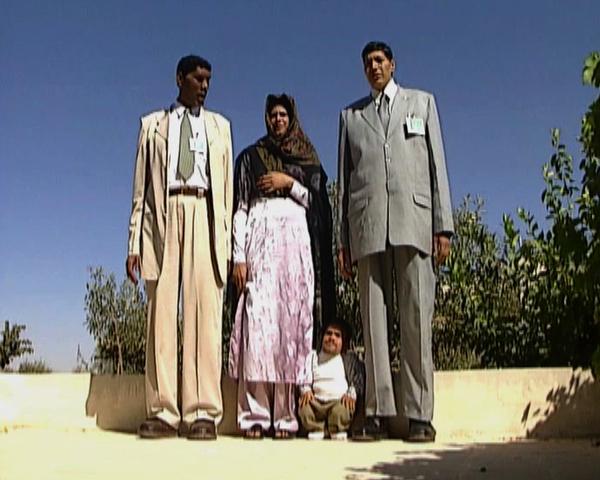 Азад Кхан Массуд 226 см, Зейнаб Биби 201 см и Гулам Шабир 224 см