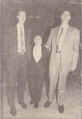 Георге Мурешан 231 см и Шон Брэдли 229 см