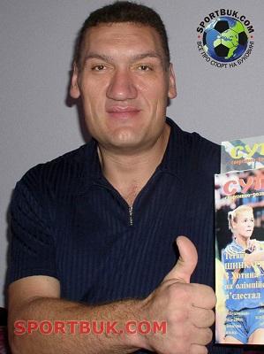 самый высокий гандболист Валерий Савко - 2,20