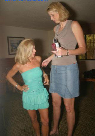tallest woman Ellen Bayer - 6 feet 9.9 inc